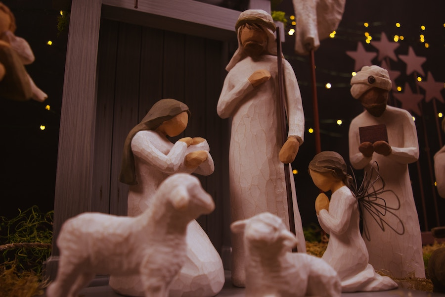 How to receive the gift of Christmas? flowingfaith.com